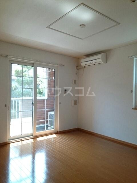 リヴ・プロムネイドB 01010号室の居室