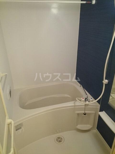 リヴ・プロムネイドB 01010号室の風呂