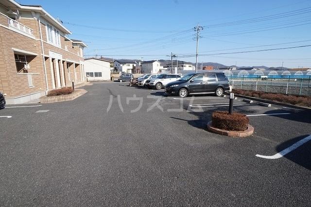 プロムナードB 01020号室の駐車場