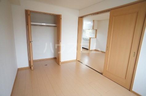 カ-サ・フェリ-チェ B 01010号室のベッドルーム