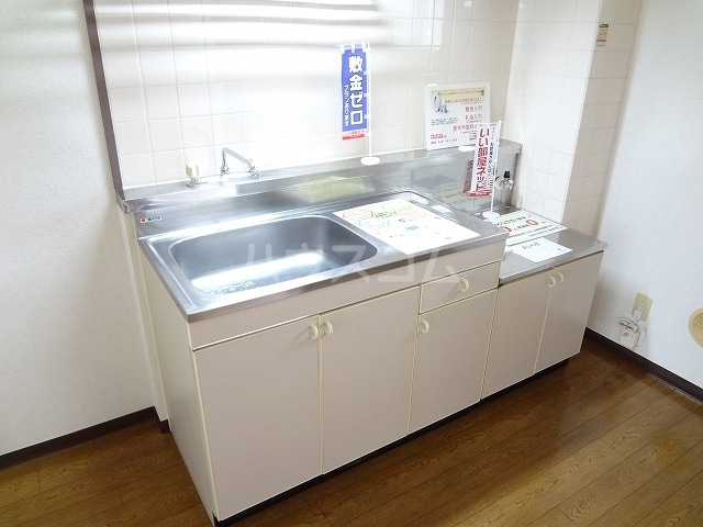 コーポラス丸山 02040号室のキッチン