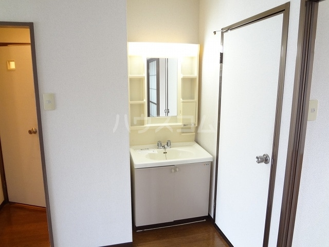 コーポラス丸山 02040号室の洗面所