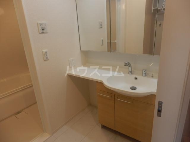 グランシャリオⅡ 102号室の洗面所