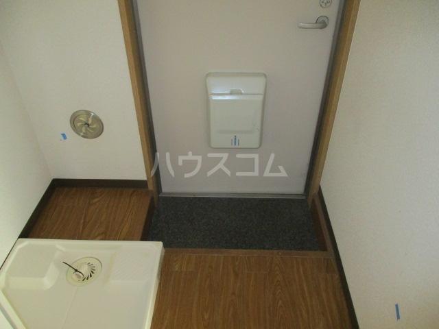 グリフィン新川崎 302号室の玄関