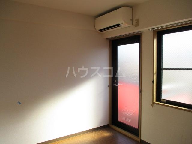 グリフィン新川崎 302号室のリビング