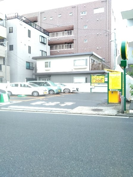 グリフィン新川崎 302号室の駐車場