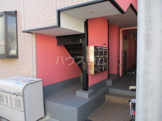 グリフィン新川崎 302号室のエントランス