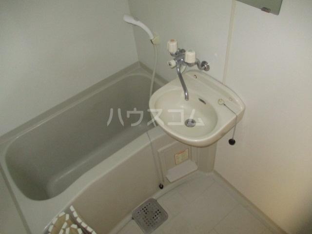 グリフィン新川崎 302号室の風呂