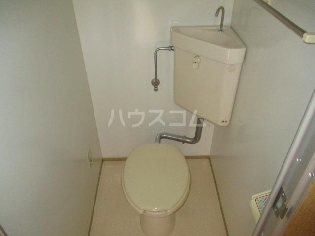 グリフィン新川崎 302号室のトイレ