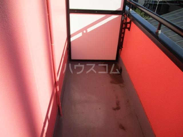 グリフィン新川崎 302号室のバルコニー