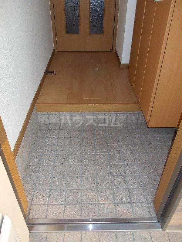 エスポアールB棟 01010号室の玄関