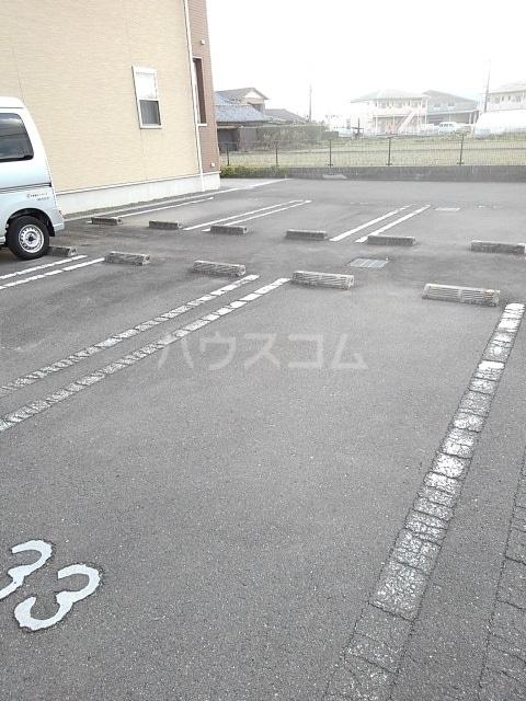 ニューエレガント藤 A 01010号室の駐車場
