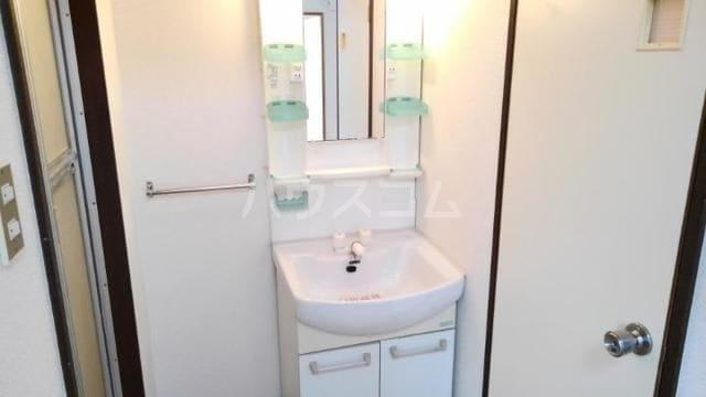 リバーサイドパレス 02010号室の洗面所
