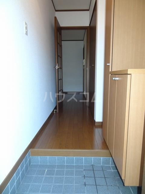 メゾン若山 01010号室の玄関