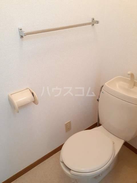 クレセント 02030号室のトイレ