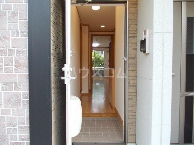 クロスロード 01010号室の玄関