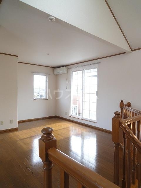 ロイヤルヒルズ 01020号室の居室