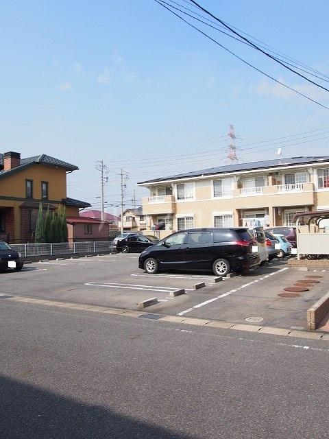 フラ-ズソムB 02030号室の駐車場