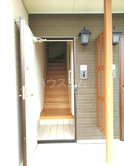 セレッソA 02020号室の玄関