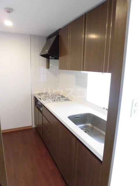 グリーンパーク船橋 910号室のキッチン