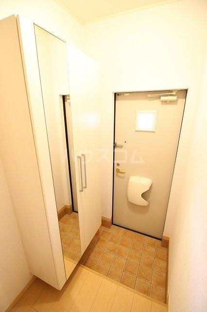 スペース ルーメンⅠ 02010号室の玄関