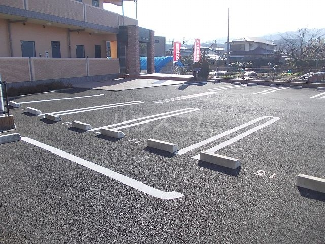 ジュネス ヴィラ 02040号室の駐車場