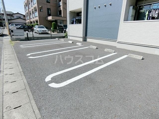 メゾングラシュⅠ 03010号室の駐車場