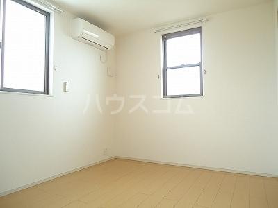 エレナメゾンB 02030号室の居室