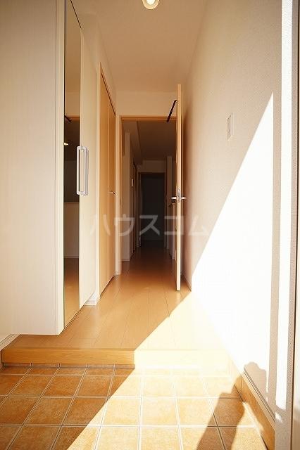 エレガンテ 01020号室の玄関