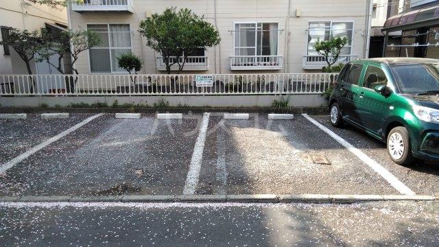 クリヤーハウス鵠沼 205号室の駐車場