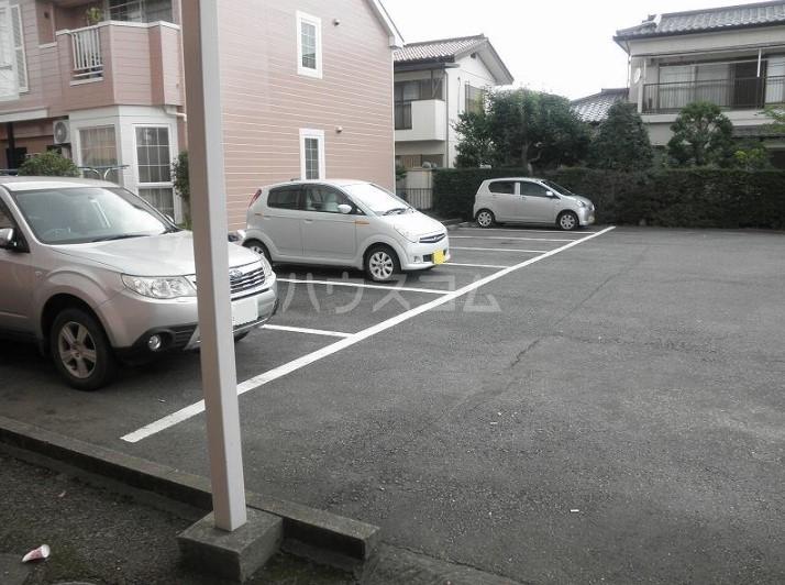 西グリーンハイツ 01040号室の駐車場