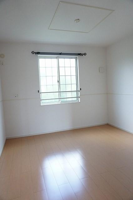 ブリーズ ガーデン 02030号室のリビング