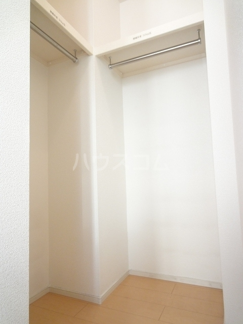 ハオスエーデルワイス Ⅲ 01020号室の収納