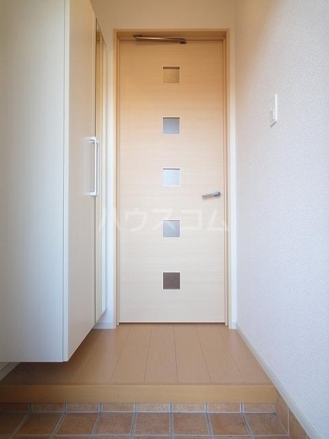 ハオスエーデルワイス Ⅲ 01020号室の玄関