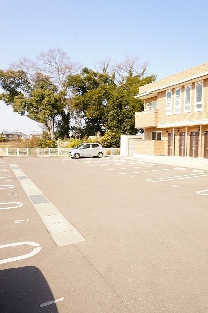 エム・グランツ B 01010号室の駐車場