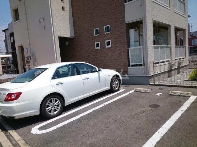 プリム 02010号室の駐車場