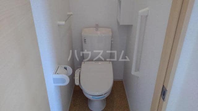 イースト アヴェニュー 01030号室のトイレ
