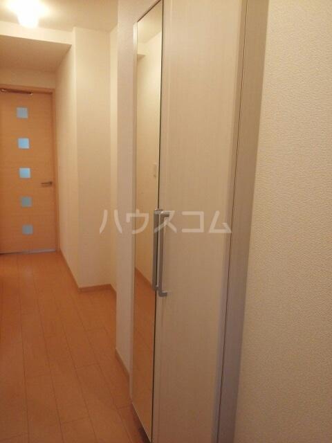 フルールⅢ 01020号室のエントランス