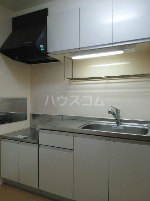 フルールⅢ 01020号室のキッチン