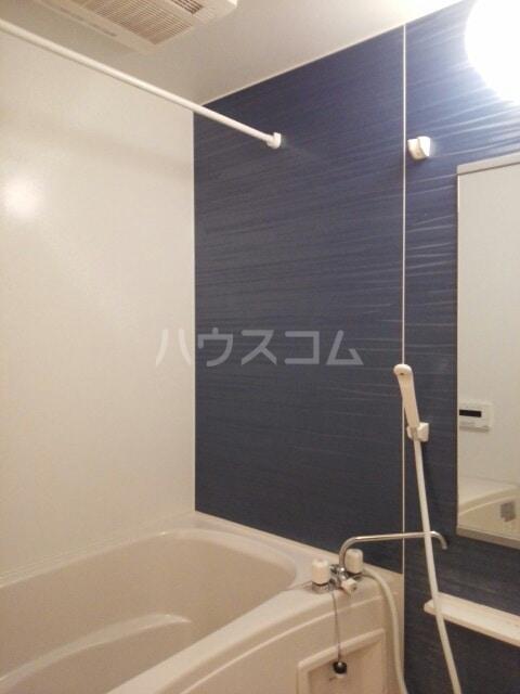 フルールⅢ 01020号室の風呂
