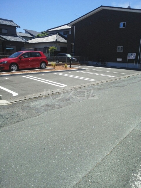 ハニーエンジェル 02010号室の駐車場