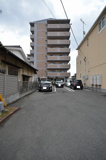 プレ エフ 01020号室の駐車場