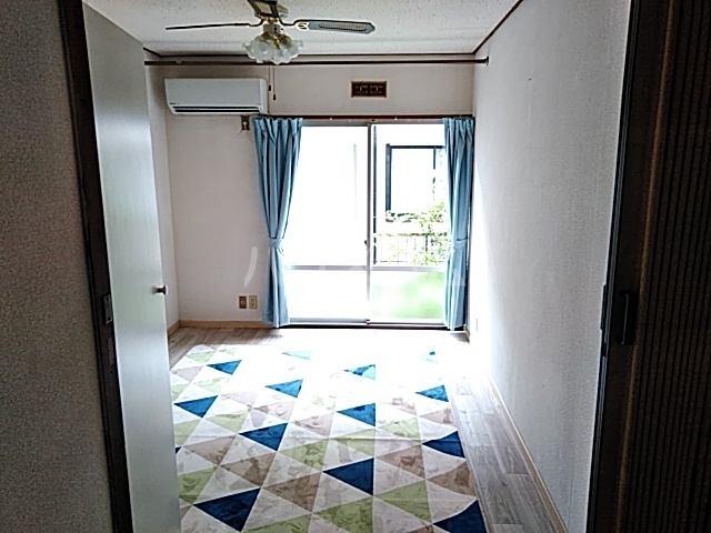 妻田サンハイツ 102号室のリビング
