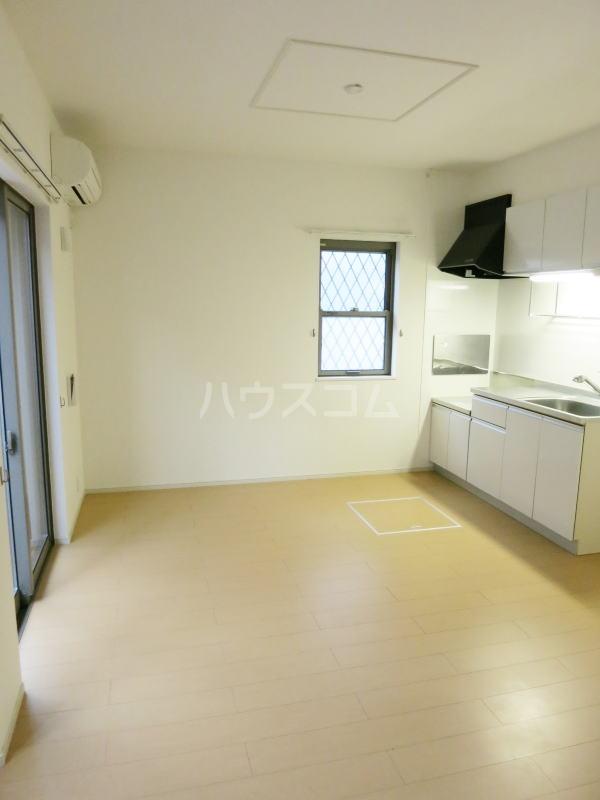 グランディール藤川 01020号室のリビング