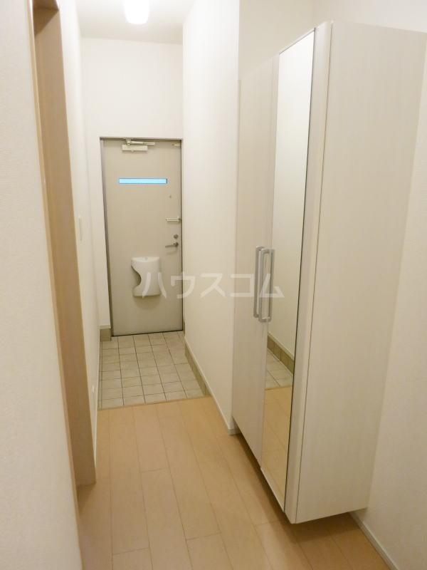 グランディール藤川 01020号室の玄関