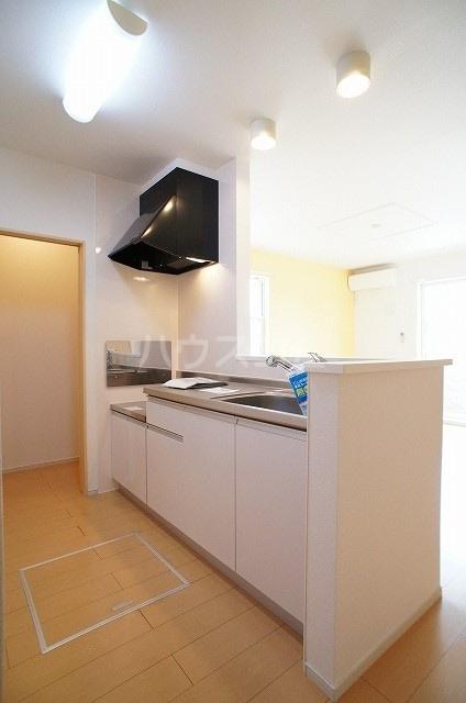 プリムローズ・ヴィラA 01030号室のキッチン