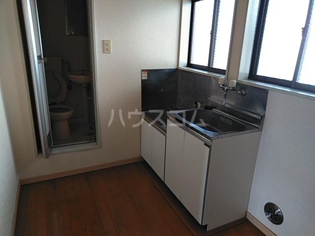 第5ファミリーハイツ 102号室のキッチン