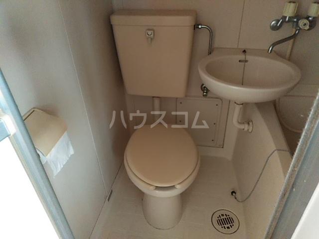 第5ファミリーハイツ 102号室のトイレ