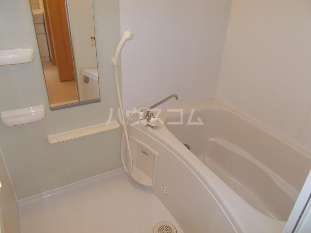 サン・ルーツ B 02010号室の風呂