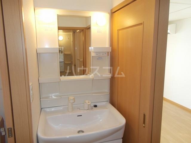 サン・ルーツ B 02010号室の洗面所